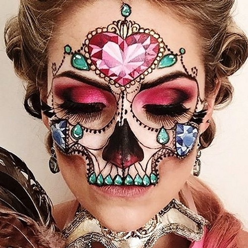 08-Masquerade-Jewel-Vanessa-Davis-The-Skulltress-Body-Painting-not-Suitable-for-Children-www-designstack-co