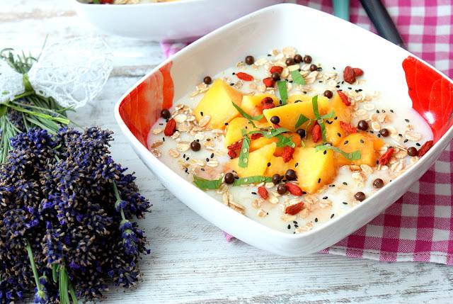 kasza manna,grysik,jagody goji skworcu,syrop różany skworcu,zdrowe śniadanie,