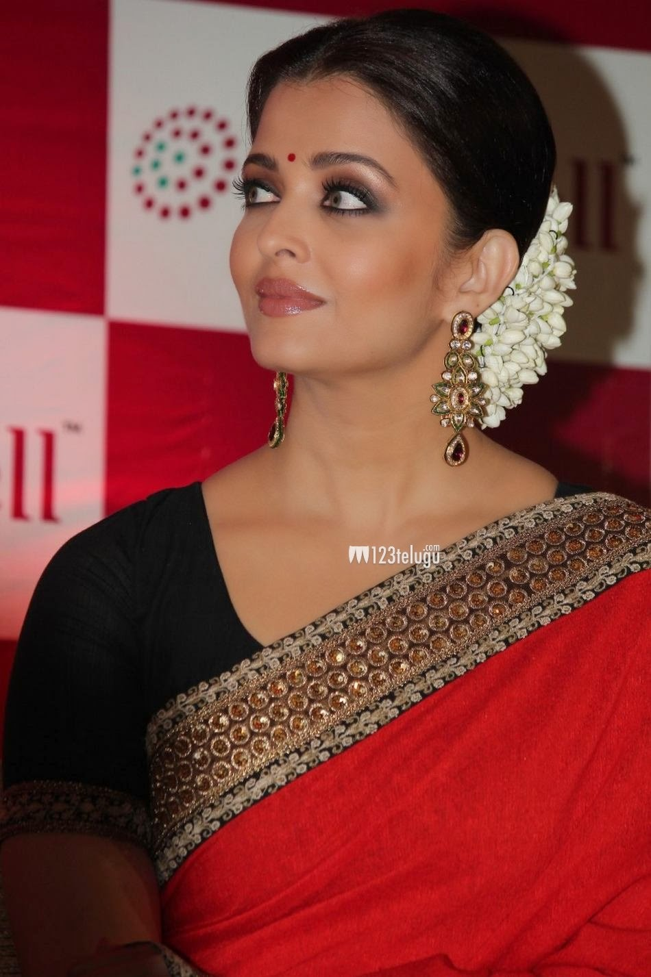 Aishwarya Rai Hot and Sexy in Red Saree Unseen Pics | Hot ...