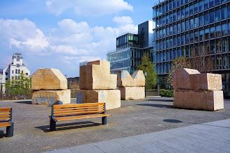 Paris : Hommage à Charlie Parker, une sculpture modulaire d'Alain Kirili - place Robert Antelme - XIIIème