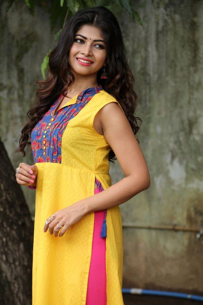 Srijitaa Ghosh at Koothan Movie Shooting Spot Stills