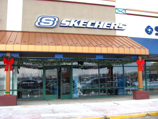 authentieke kwaliteit online winkel beste sneakers Skechers Outlet manager charged with felony theft of $43000