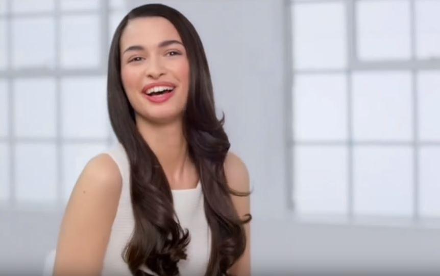 Modella Head & Shoulders pubblicità Shampoo e balsamo antiforfora con Foto - Maggio 2017