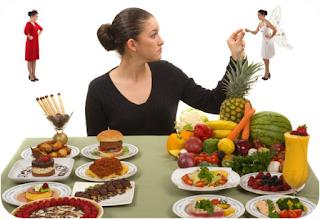 Mitos Pemakanan Sihat | Pemakanan sihat sesuatu yang wajib untuk kita ambil setiap hari untuk menjaga kesihatan dan sentiasa cergas. Kekurangan nutrient boleh menjejaskan kesihatan dan kecergasan badan anda.  Tahukah anda, bahawa ada mitos yang berkaitan dengan pemakanan sihat yang boleh menjejaskan kesihatan anda jika anda mempercayainya. Pemakanan sihat ini yang akan menentukan kesihatan badan kita untuk esok dan seterusnya. Jika anda mengambil mudah mengenai pemakanan sihat, kemungkinan untuk tubuh anda di lawati penyakit adalah tinggi, dan sebaliknya. Izinkan AM untuk berkongsi dengan pembaca dan sahabat AM semua mengenai Mitos Pemakanan Sihat yang ramai di kalangan kita mengamalkan tanpa sedar.  Berikut adalah mitos mengenai pemakanan sihat:-  Bersenam dengan perut kosong.  Jika perut anda berkeroncong, ia sebenarnya cuba untuk memberitahu anda sesuatu. Jika anda tidak menghiraukannya, anda memaksa badan anda bekerja tanpa bahan bakar.  Sebelum bersenam atau melakukan apa-apa aktiviti fizikal, pastikan anda mengambil makanan ringan terlebih dahulu seperti sebiji epal.  Bergantung kepada biskut dan minuman tenaga.  Minuman tenaga juga menjadi pilihan AM apabila melakukan kerja-kerja berat atau bersenam. Rupanya hanya mitos sahaja. Walaupun elok mengambilnya sekali sekala, ia tidak membekalkan antioksidan yang anda perlukan untuk menghalang penyakit. Lebih baik anda bergantung kepada buah-buahan dan sayur-sayuran memandangkan ia penuh dengan vitamin, mineral, cecair dan serat.  Tidak mengambil sarapan pagi.  Tidak mengambil sarapan bukan idea yang bagus memandangkan sarapan pagi memulakan hari anda. Ini pun AM selalu juga amalkan, kononnya nak diet dan kuruskan badan. Badan anda memerlukan bahan bakar secepat mungkin, dan tanpanya, anda akan berlapar hingga ke tengahari. Sekarang pagi wajib makan makanan berat dan makan malam pun adalah makanan ringan-ringan sahaja.  Diet rendah karbohidrat.  Badan anda memerlukan karbohidrat untuk otot dan juga penyimpanan tenag