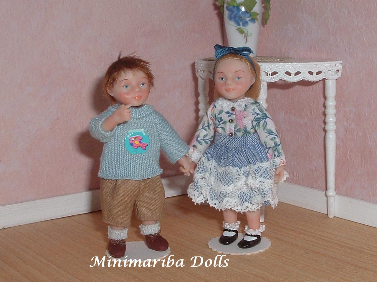 CDHM Artisan Mariarita Baldan of Minimariba Dolls creates 1:12 hand sculpted polymer clay dolls, dressed and wigged, painted details for dollhouse minaitures, including child posed dolls
