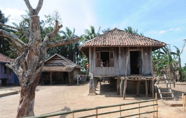 rumah adat dari lampung
