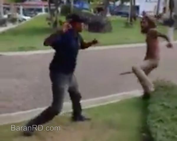 Video: Arrebatan macana a policía municipal y lo golpean en SFM