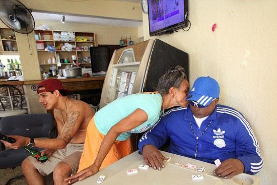 Cadáver embalsamado descansa eternamente em bar no Porto Rico
