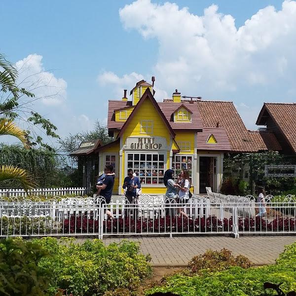 Travelling Asyik ke Floating Market Bandung dengan Pegipegi