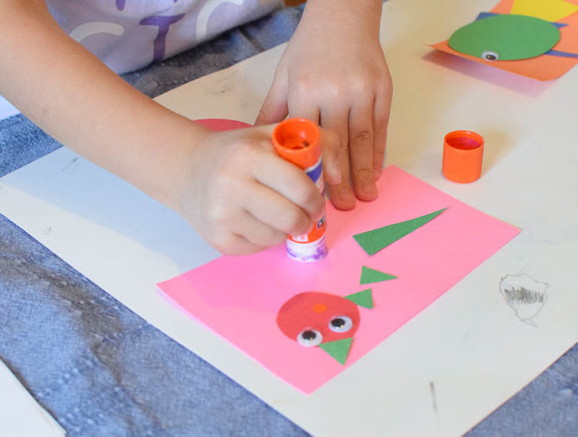 Invitation To Create- Under The Sea. Great fine motor ocean craft for preschool, kindergarten, or elementary kids. Open-ended project allows for creativity- kids can make fish, octopus, or other sea creatures!