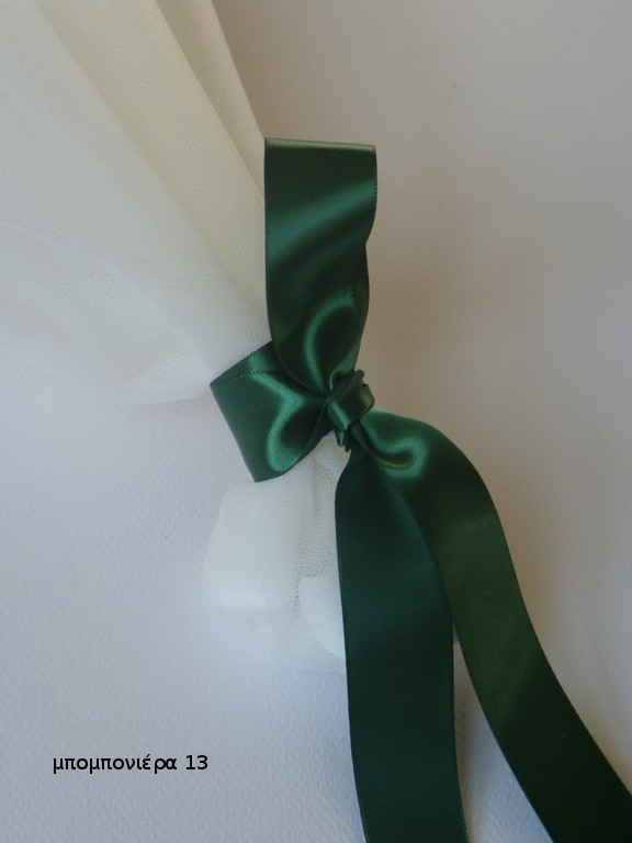 μπομπονιέρα γάμου λευκή με βαθύ πράσινο