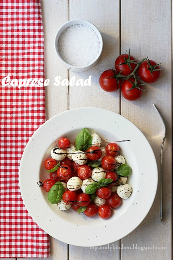 салата капрезе с моцарела, домати, босилек