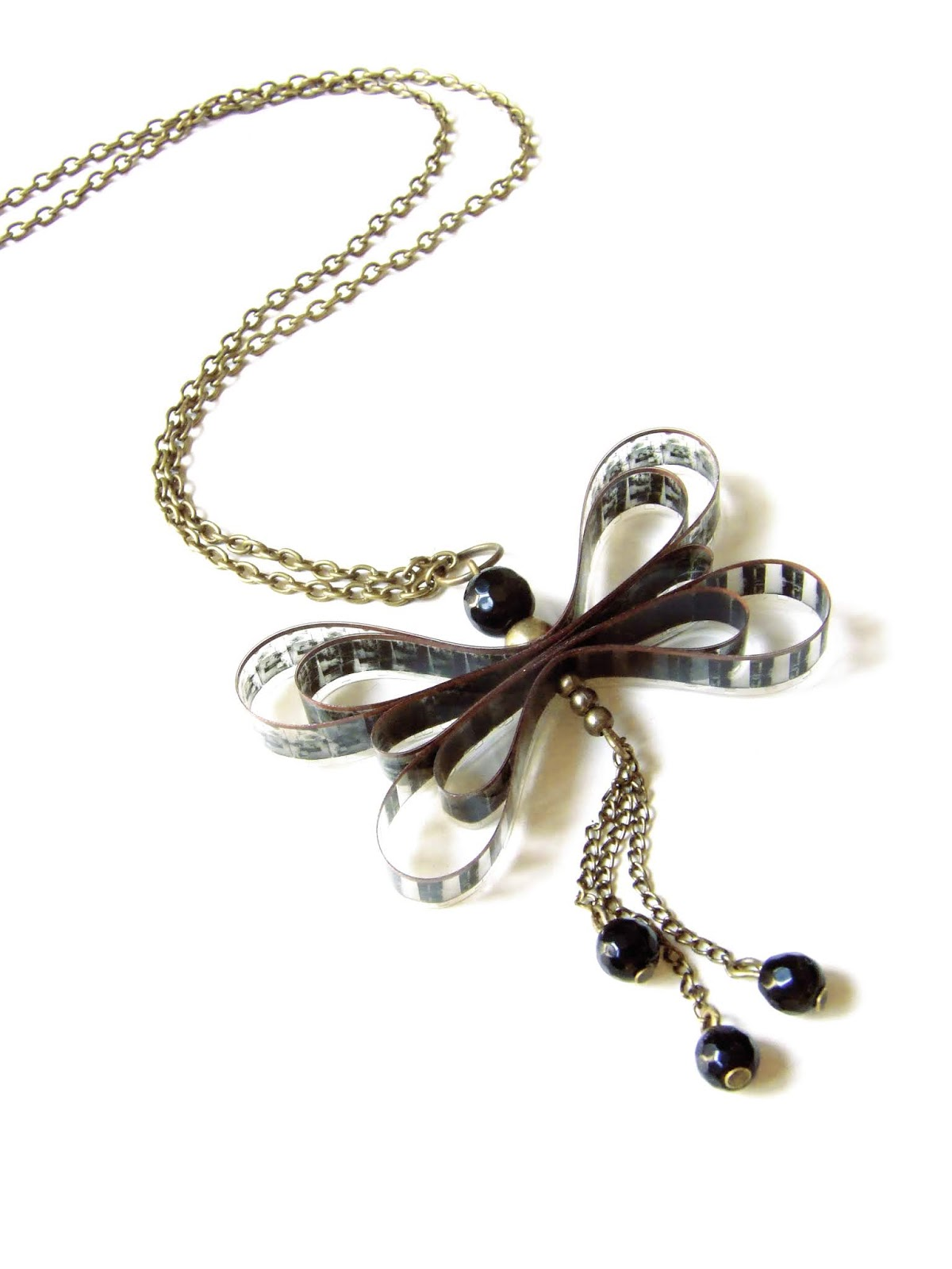 https://oddity-london-tienda.blogspot.com/2013/07/colgante-mariposa.html