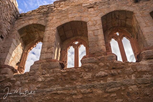 Château de l'Ortenbourg - superbes vestiges de fenêtres bigéminées