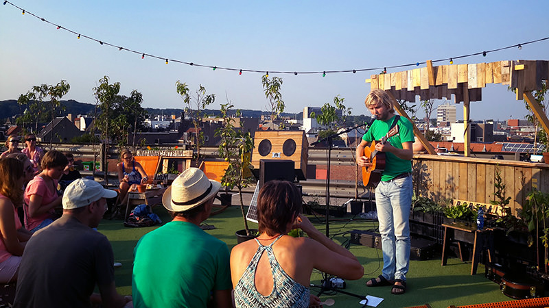 Unwind Your Soul with Music on a Green Rooftop Garden ! Home Decor