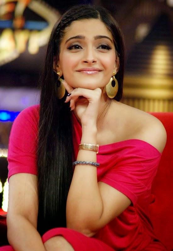 Sonam Kapoor Sexy Hd Photo