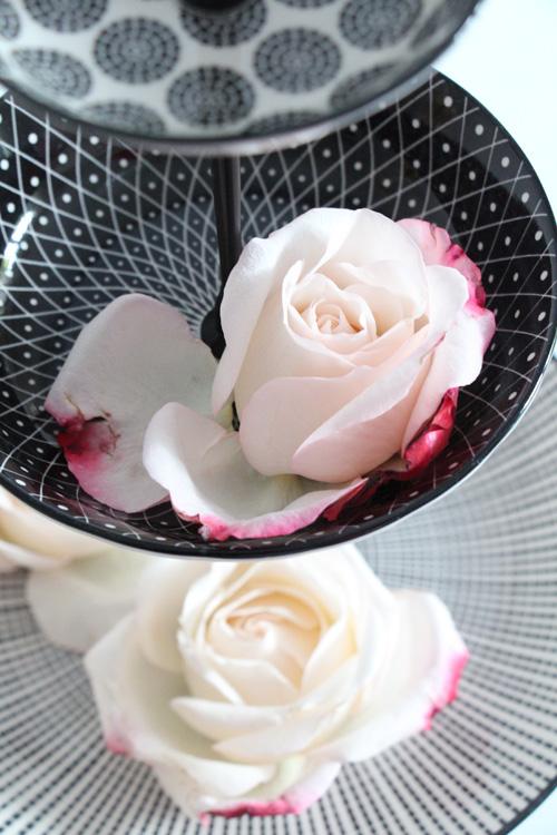 Annette Diepolder Der Atelierladen annettes-atelier.blogspot.de Etagere DIY Handmade Rosen Rosenblüten Sommer Flower Friday Flowerday
