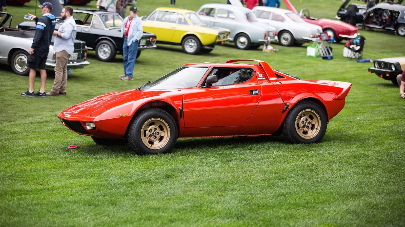 1974 lancia stratos hf stradale is a rare and pricey italian legend carscoops. Black Bedroom Furniture Sets. Home Design Ideas