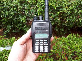 Handy Talky Motorola GP338 Plus VHF Seken Mulus Fullset
