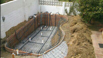 Construccion de piscinas en malaga a la hora de construir for Construccion de piletas de agua