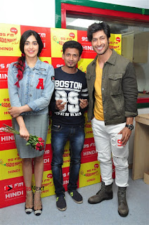 Vidyut Jamwal Adah Sharma Commando 2 Movie Team at Radio Mirchi 95  0030.jpg