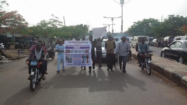 BREAKING: Protesters shut down Benue, ask Suswam to bring back stolen money [PHOTOS]