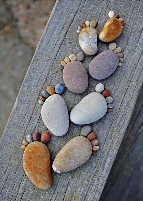 ornamento con piedras de río