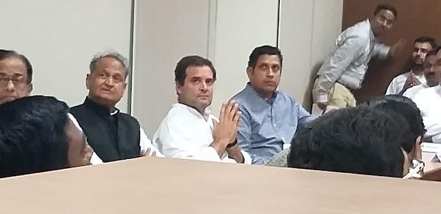 ये है सियासत,राहुल गाँधी के हाथों बेलतरा सीट के दावेदार पिनाल उपवेजा सम्मानित,10 हजार से अधिक लोग शक्ति से जुड़े