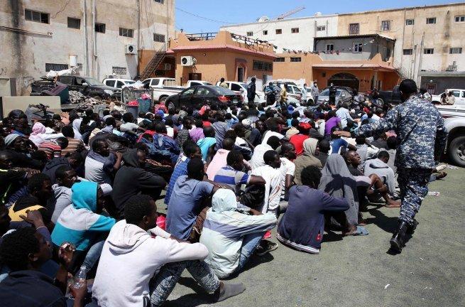 """""""بيع المهاجرين الأفارقة بليبيا"""" يخرج الحقوقيين للاحتجاج بالرباط"""