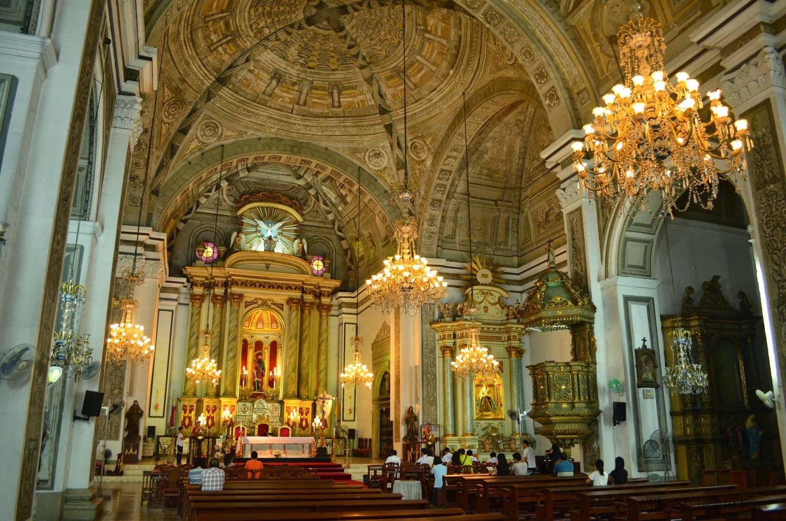 マニラのサン・アグスチン教会の天井や壁に施されているのは彫刻に見えるトロンプ・ルイユ(だまし絵)