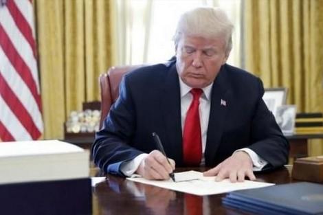 ترامب يوقع قانون خفض ضرائب الشركات والأفراد