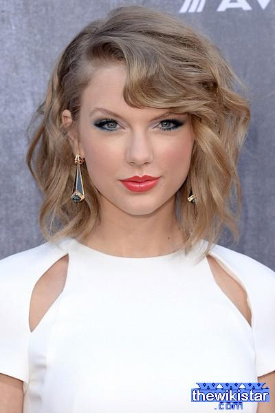 taylor swift biography and life story information