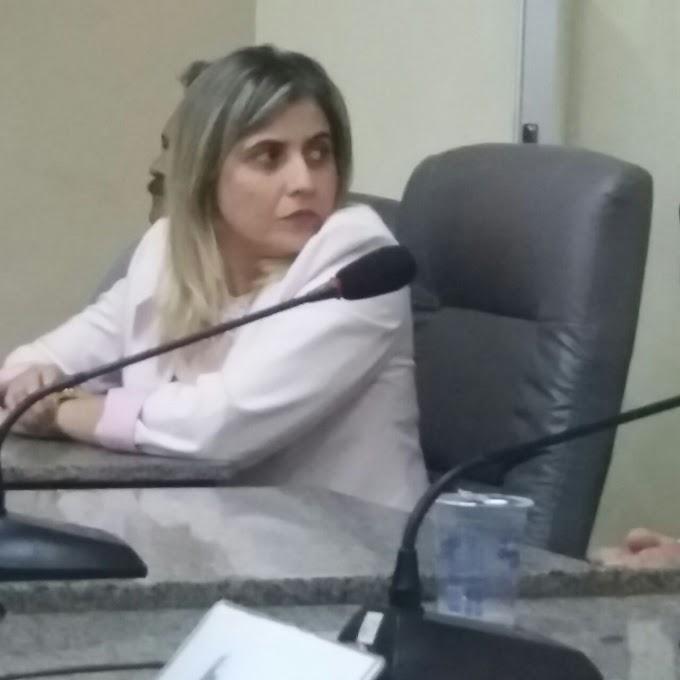 """""""Nem lá, Nem cá"""": Vereadora Aureamelia faz 'política de boa vizinhança' visando futuro de Adelmo Soares em 2018"""