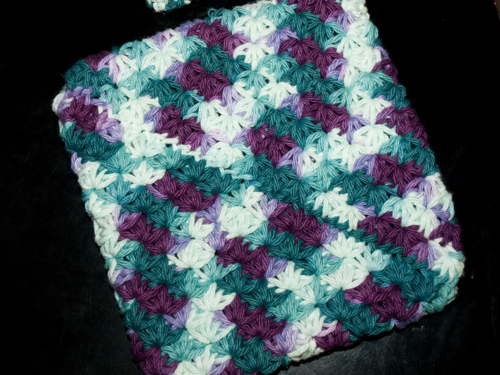 This Crafting Life: Star Stitch Doubled Potholder {Crochet