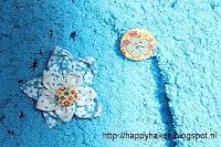 Detail - genaaide bloem - op gebreide bolero voor meisjes | breipatroon verkrijgbaar