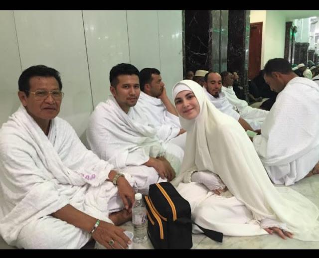 Berbeda Kloter, Bupati Emil Dardak Kunjungi Jamaah Haji Asal Trenggalek di Tanah Suci Makkah