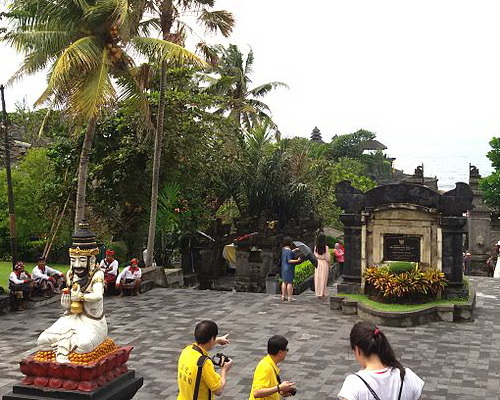 Tinuku Travel Tanah Lot Temple legacy Dang Hyang Nirartha to Hindu Bali teachings to glory of sea god Bhatara Segara