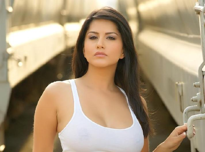 Sunny leone hot without dress