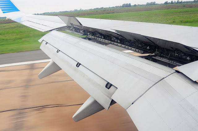 Tekeri pist ile temas bir Boeing 737-700 Spoilers tam açılmış. LV-CWL Aerolíneas Argentinas