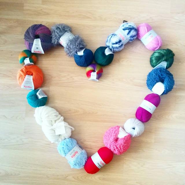 corazón formado por madejas delanas