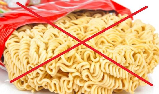 15 Bahaya Makan Mie Instan Mentah, Enak Tapi Mematikan!