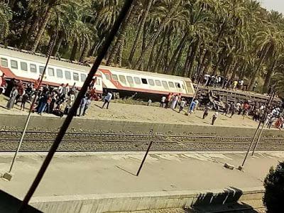 فرق الانقاذ تهرع الان مكان انقلاب قطار الصعيد بالبدرشين