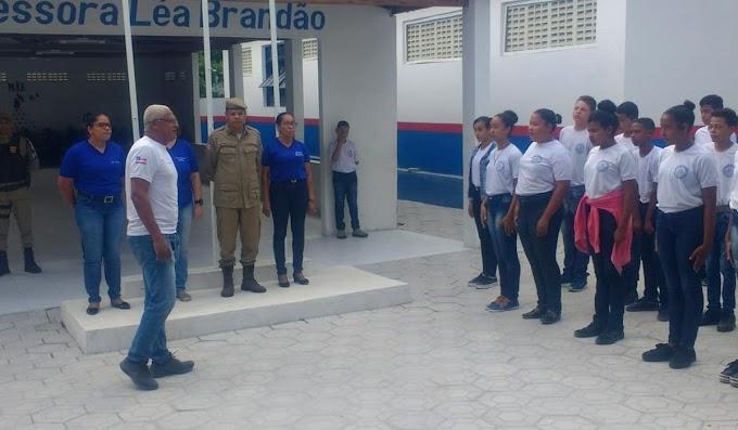 Comandante da 24ª CIPM visita escola de gestão compartilhada em Piritiba