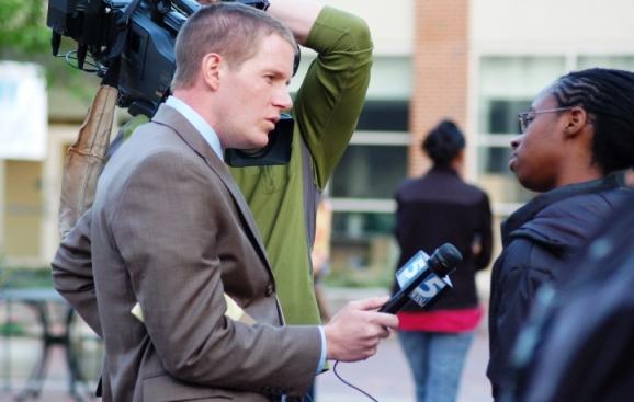 Bagaimana Cara Menjadi Reporter? Tentang Langkah, Pendidikan dan Karir Sebagai Reporter
