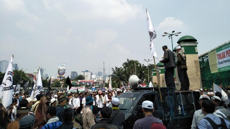 Tolak Perppu Ormas Jadi UU, Massa Aliansi Umat Islam Jabodetabek Demo DPR