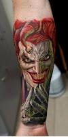 Tatuaje de The Joker a color en antebrazo