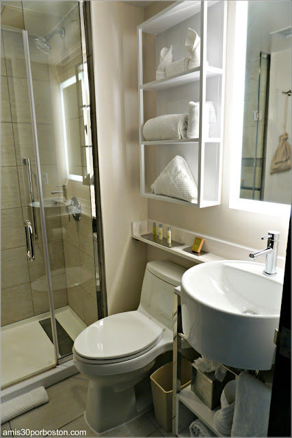 Baño del DoubleTree by Hilton Hotel New York Times Square West