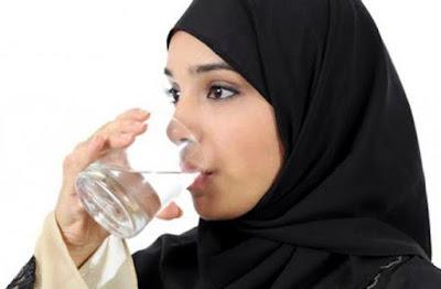9 Manfaat minum air putih dalam keadaan perut kosong setelah bangun tidur