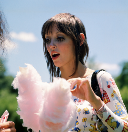 6d72198f682b9 Shelley Duvall on the set of the Movie: Brewster McCloud, 1970 ...