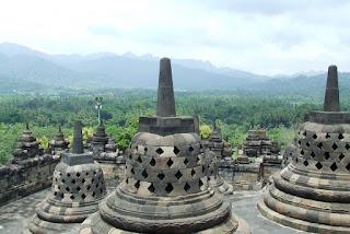 Borobudur Magelang Kalender Raksasa